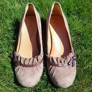 Naya brown suede pumps - 9W Wide